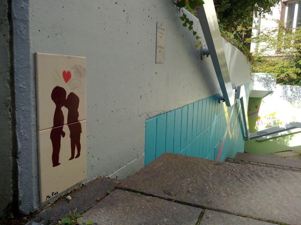 arte-urbano-ninos-besandose