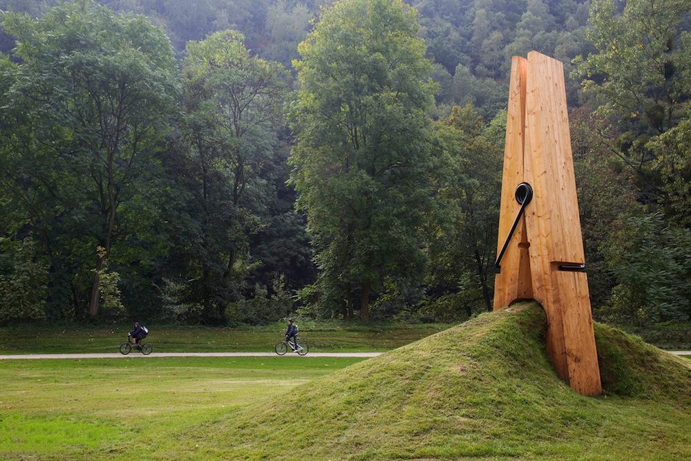 Arte urbano - pinza gigante