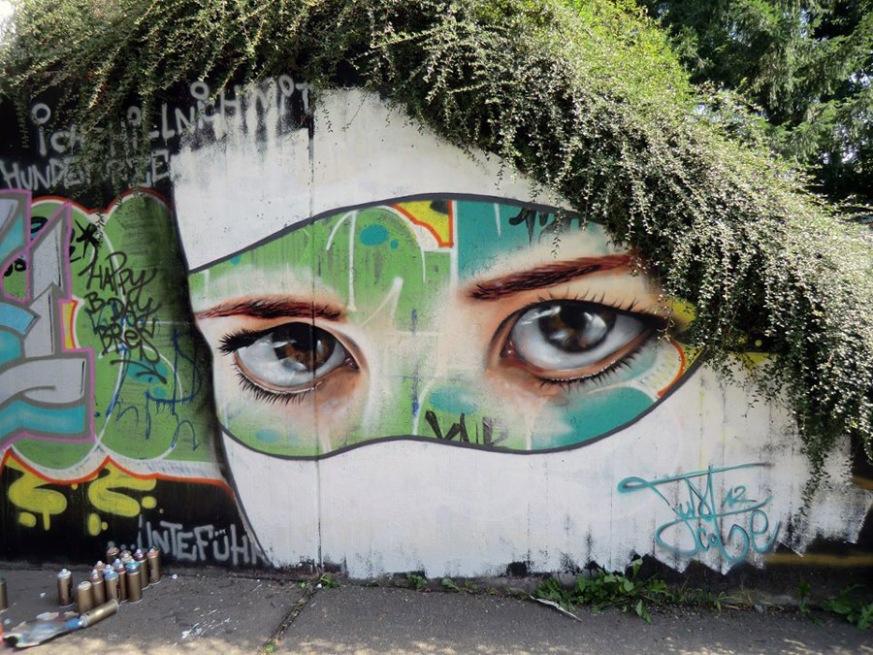arte urbano rostro y setos como pelo