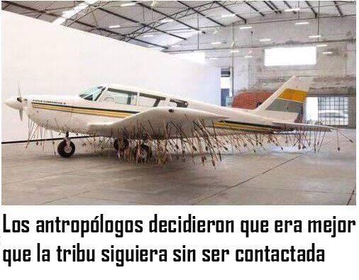 avioneta con flechas los antropologos decidieron que era mejor que la tribu siguiera sin ser contactada