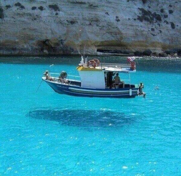 Efecto óptico: barco suspendido en el aire
