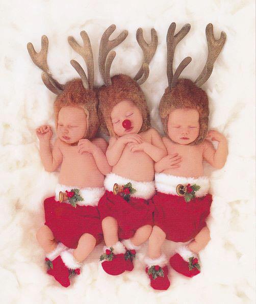 bebes dormidos disfrazados de renos