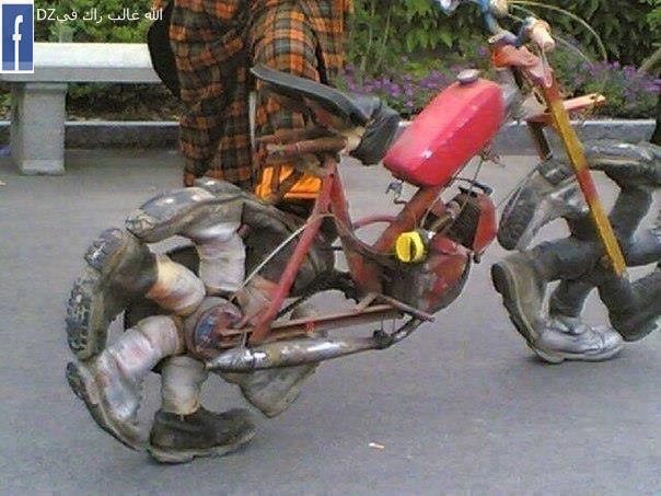 Bicicleta con botas