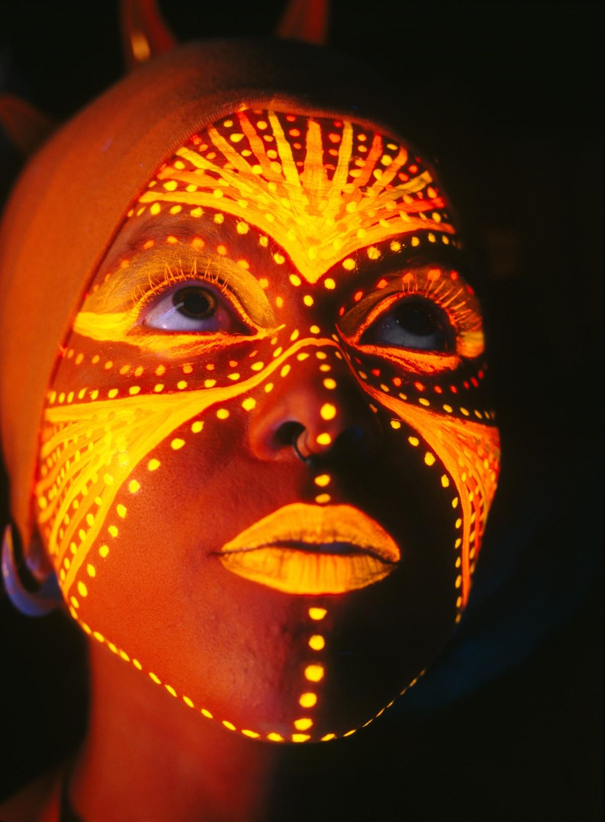 Bodypainting - Cara con pintura fluorescente