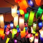 Lámparas de colores con botellas de plástico