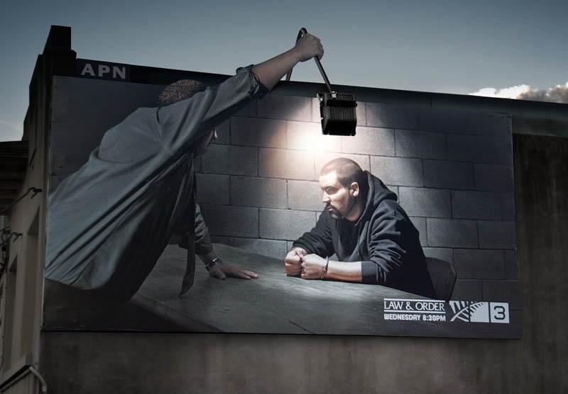 Cartel publicitario - Interrogatorio con foco real