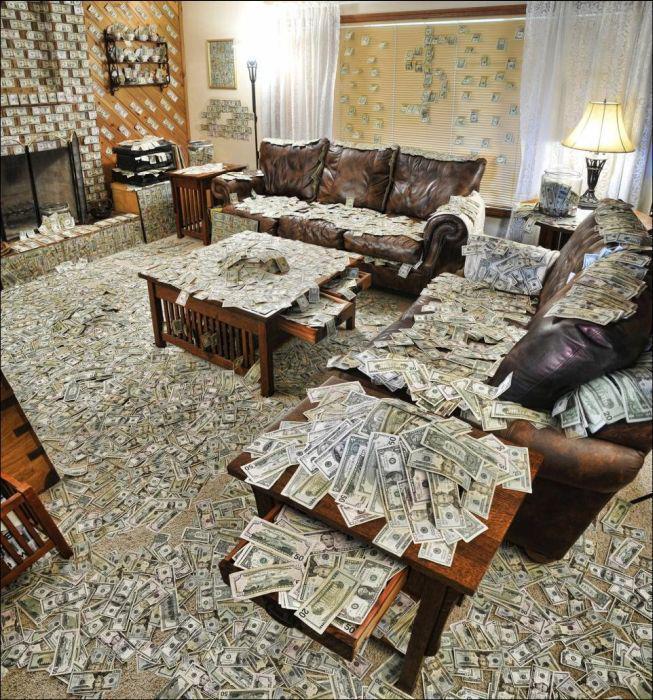 Casa decorada con billetes