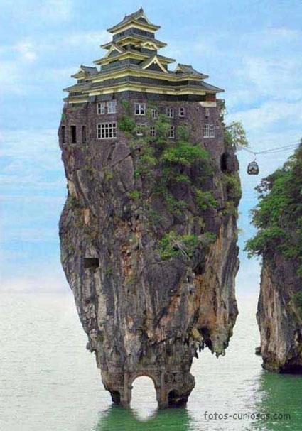 Casa sobre el mar