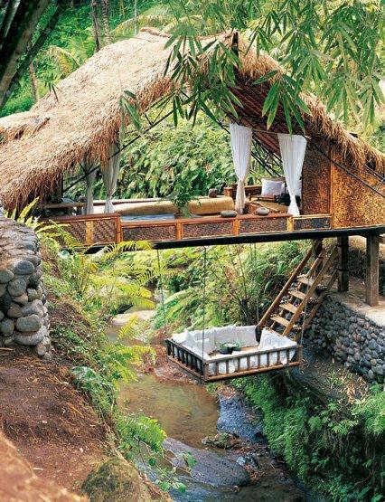 casita sobre el rio
