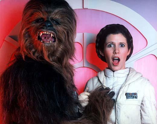 Chewbacca propasándose con la princesa Leia
