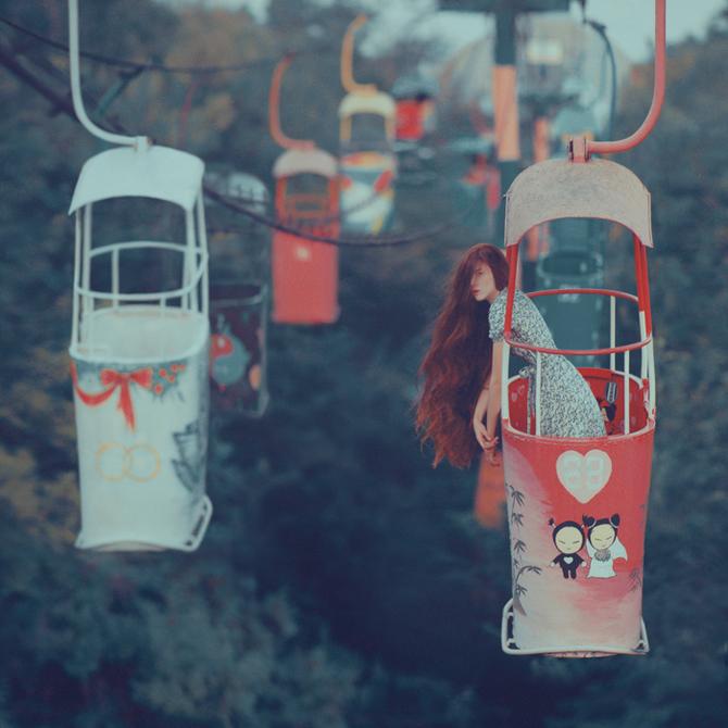 Chica en teleférico
