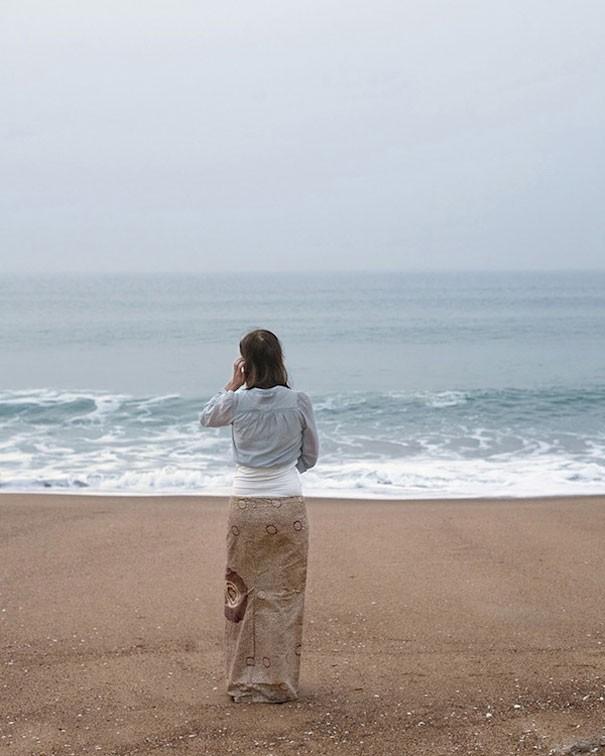 Camuflada en la playa