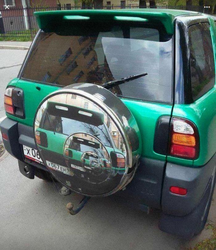 coche 4x4 rueda de repuesto efecto optico imagen repetida
