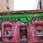 Arte urbano & Cosas que parecen caras – Casa bostezando