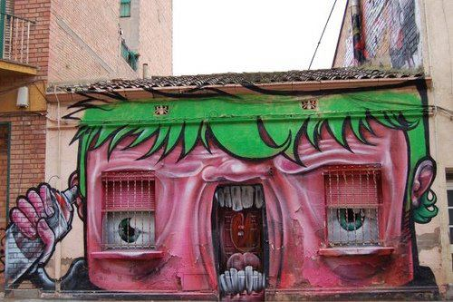 Arte urbano & Cosas que parecen caras - Casa bostezando