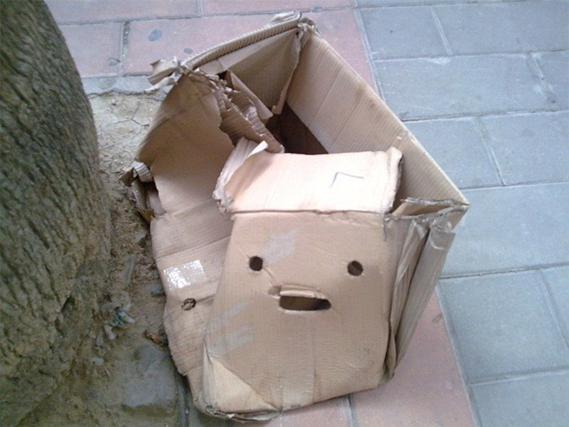 cosas que parecen caras - caja abandonada