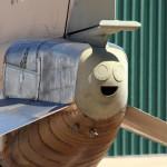 Cosas que parecen caras – Cola de avión contenta
