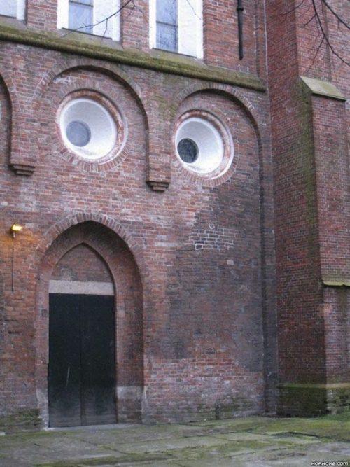 Cosas que parecen caras - Edificio sorprendido