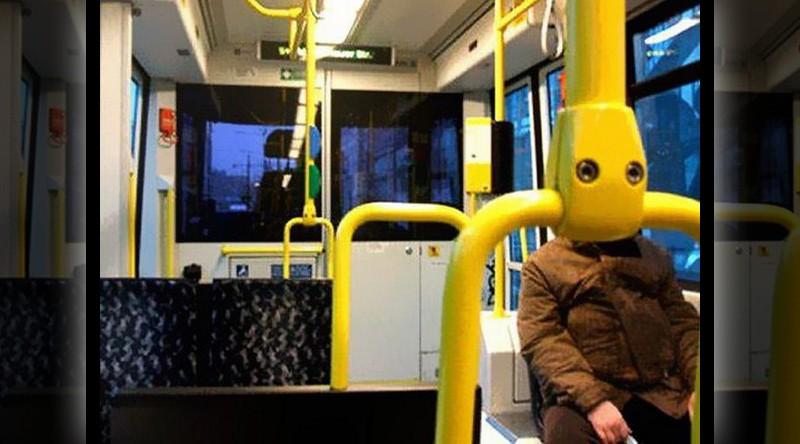 Cosas que parecen caras - Robot humanoide en bus