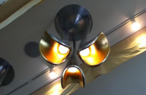 Cosas que parecen caras - Lámpara enfadada