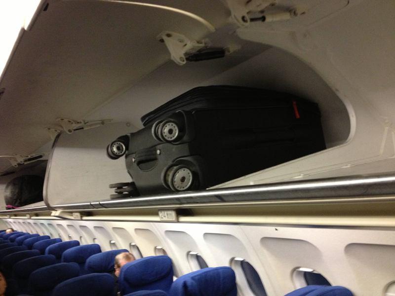 cosas que parecen caras - maleta observadora