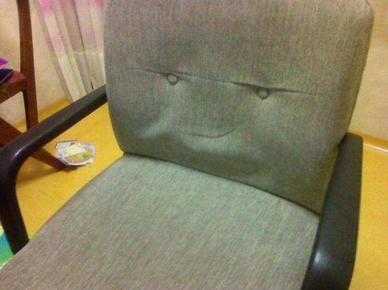 Cosas que parecen caras - Respaldo de silla malévola