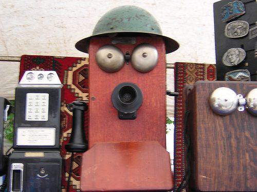 Cosas que parecen caras - Teléfono antiguo sorprendido