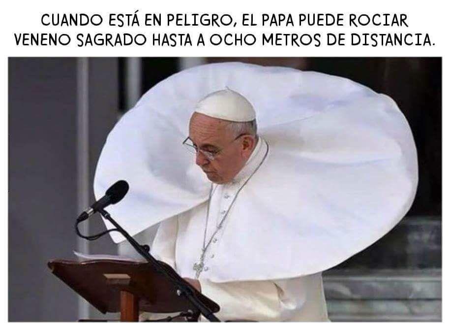 cuando esta en peligro, el papa puede rociar veneno sagrado hasta a ocho metros de distancia