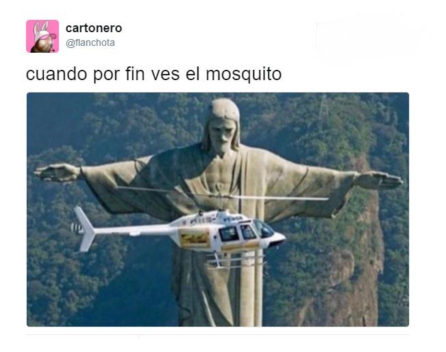 cuando por fin ves el mosquito estatua cristo corcovado helicoptero