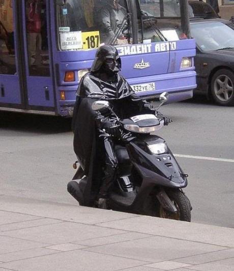 Darth Vader en scooter