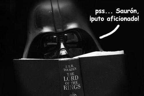 Darth Vader leyendo El Señor de los Anillos