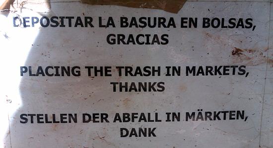 Depositar la basura en bolsas - Traducción