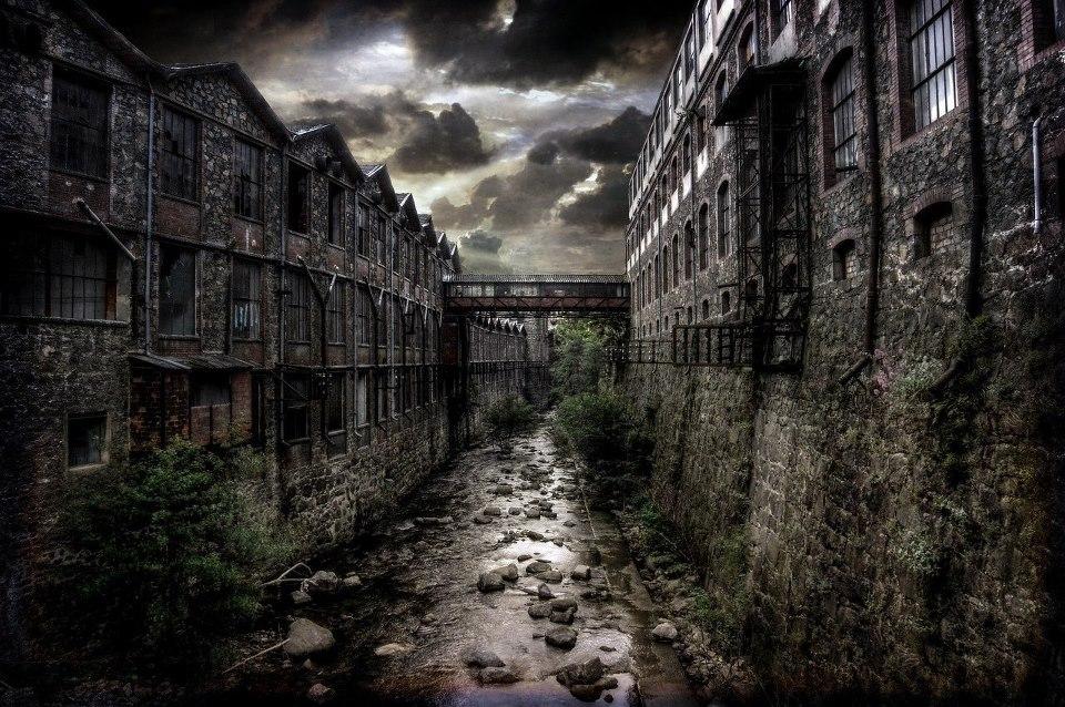 Edificios y río