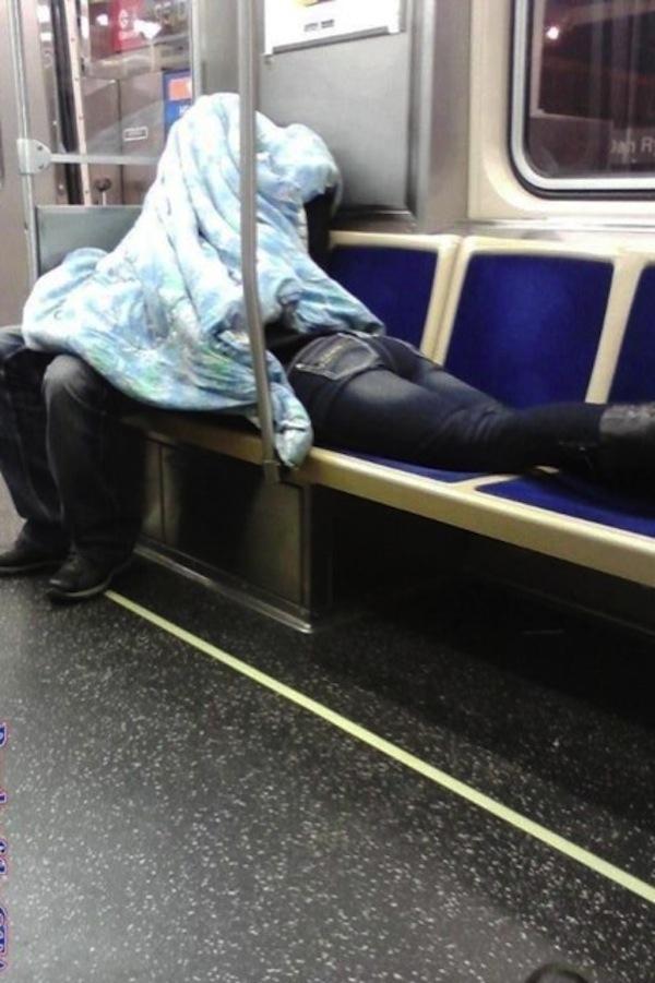 Edredoning en el metro