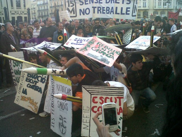 Los manifestantes se arman