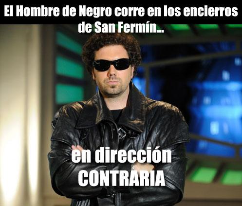 El Hombre de Negro corre en los entierros de San Fermín...