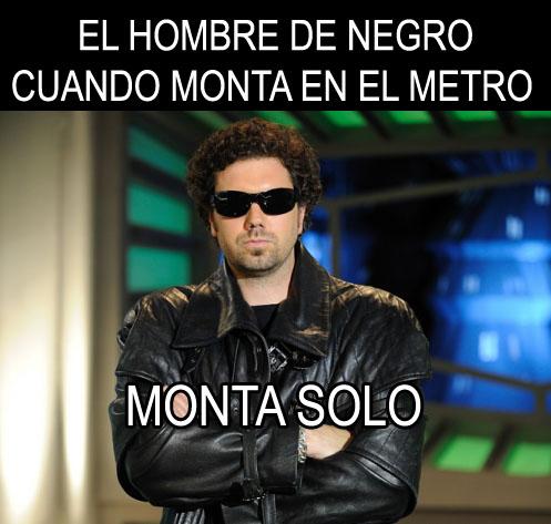 El Hombre de Negro cuando monta en el metro, monta solo