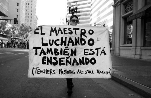 El maestro luchando también está enseñando