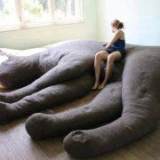 Un sofá para amantes de los gatos... gigantes