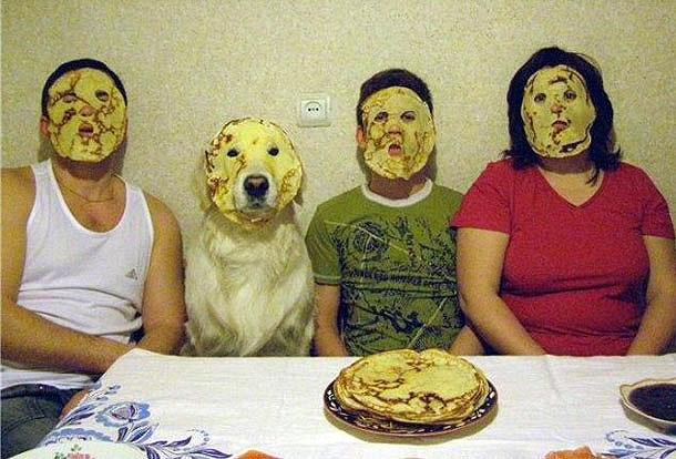 familia con tortitas en la cara