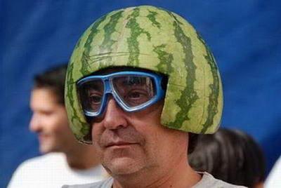 friki con melon en la cabeza