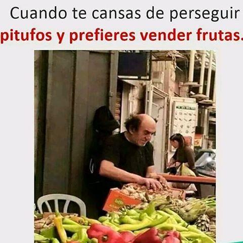 gargamel cuando te cansas de perseguir pitufos y prefieres vender frutas