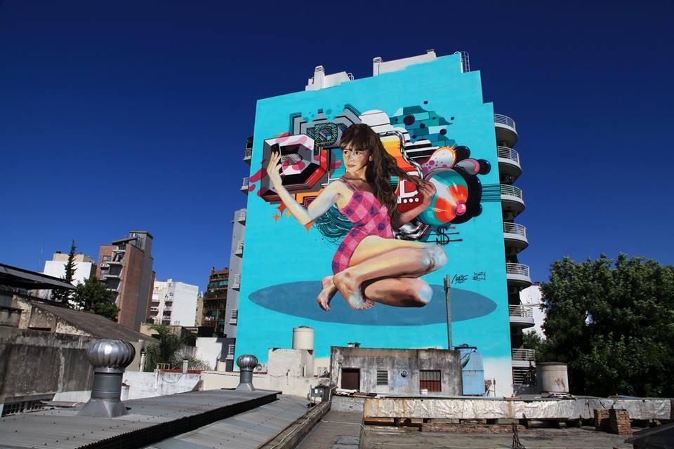 graffiti en fachada chica selfie