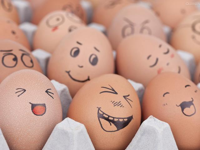 Huevos con caras animadas - Imagui