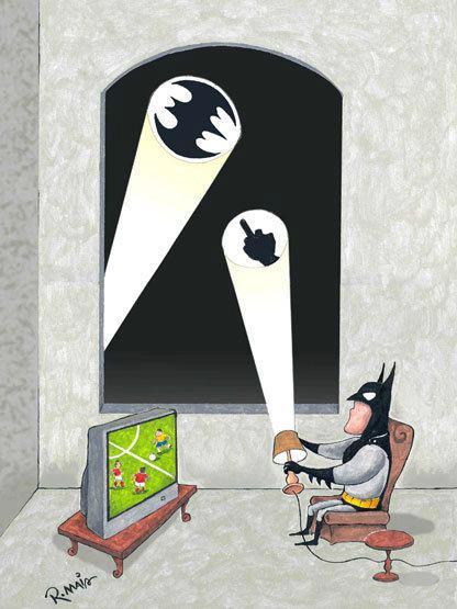Batman está viendo el fútbol