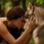 Fondo lobo y mujer