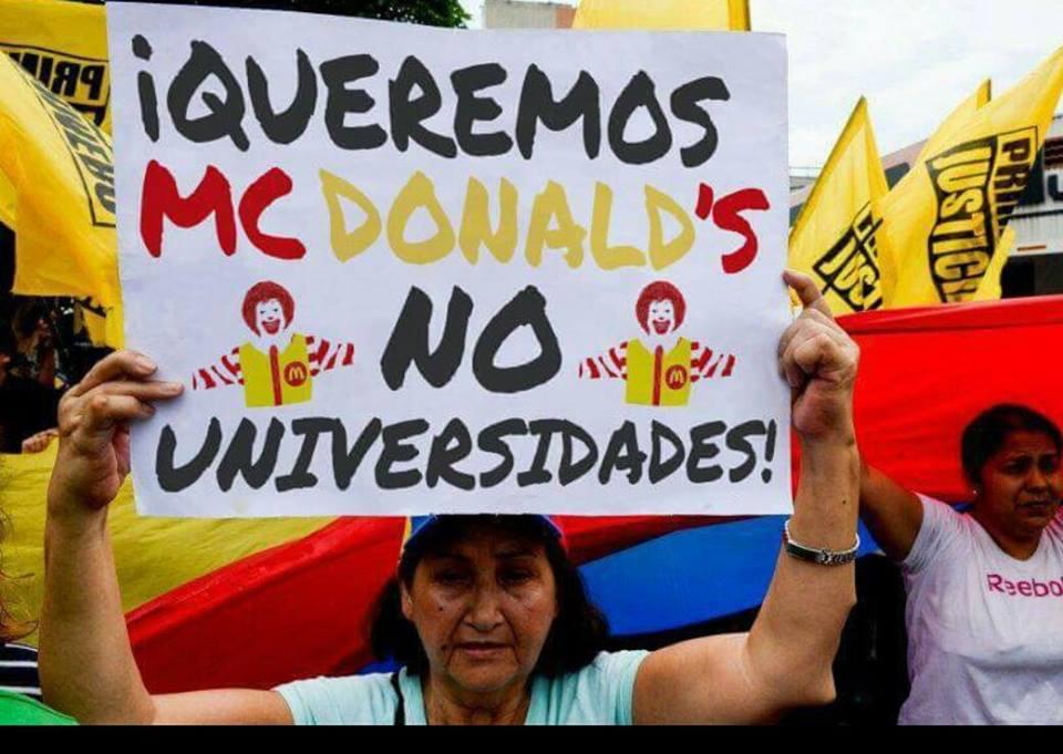 manifestante venezolana queremos mcdonalds no universidades