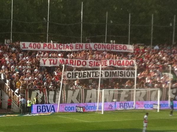 Mensaje a Cristina Cifuentes en un partido del Rayo Vallecano