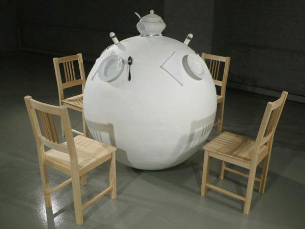 Mesa redonda (Adam Niklewicz)