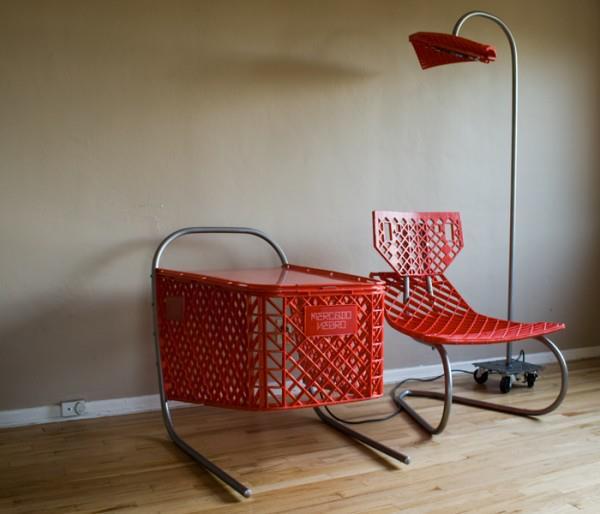 mesa y silla con carrito de la compra